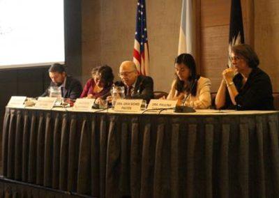 Mesa redonda: Objeción de conciencia. Moderó el Dr. Carlos Echevarría B. Participaron los Drs. Lidia Casas, Alejandro Miranda, Izkia Siches y Paulina Taboada.
