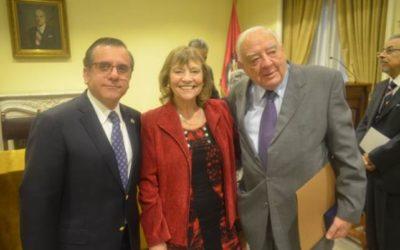Dres. Armas y López son galardonados con el reconocimiento «Presidente Emérito de ASOCIMED»