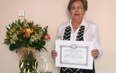 La Dra. María Eugenia Pinto es reconocida por la Sociedad Médica de Santiago como la primera Maestra de la Medicina Interna Chilena